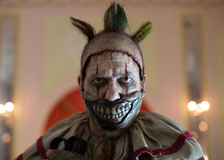 american-horror-story-freak-show-john-carroll-lynch-2